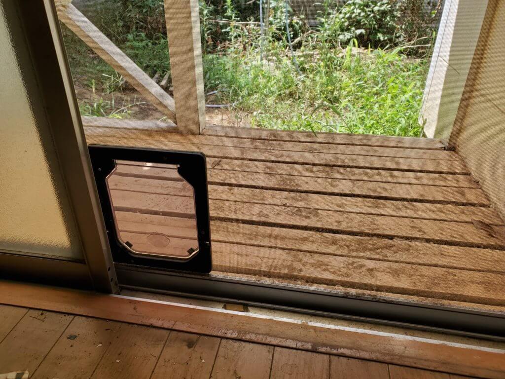 網戸のペットドア! 猫ドアの取り付けDIYの実例!
