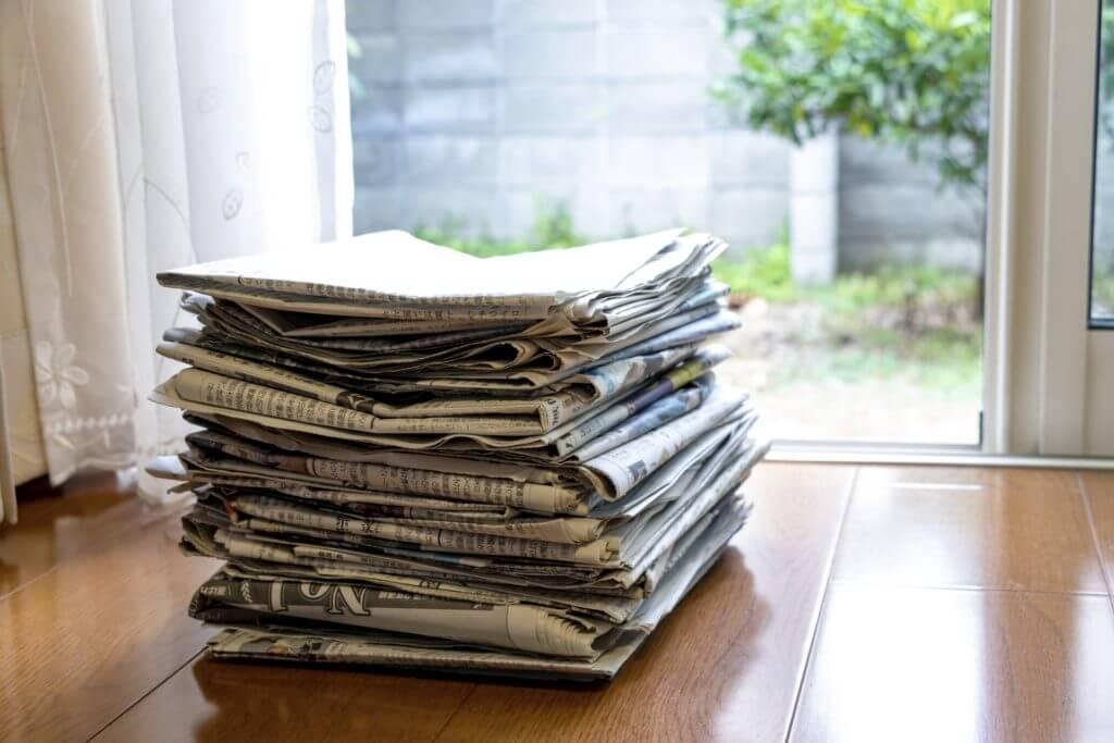網戸 掃除 新聞紙